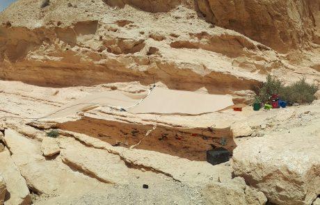 תגילת גיאולוגית: חפירה להוצאת מאובן זוחל ימי מנחל חווארים