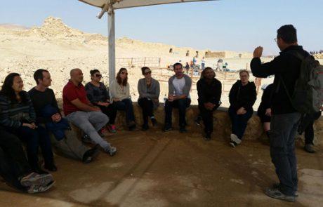 """סיור במצדה עם הארכיאולוג ד""""ר גיא שטיבל"""